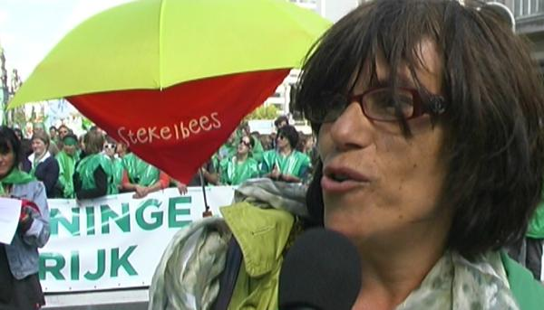Interview onthaalouder op betoging luid alarm