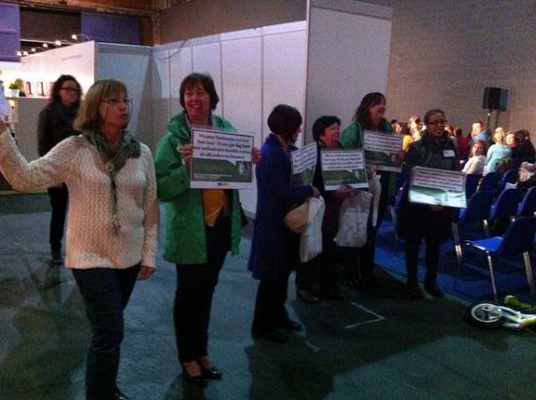 Onthaalouders voeren actie op kinderopvangbeurs Antwerpen
